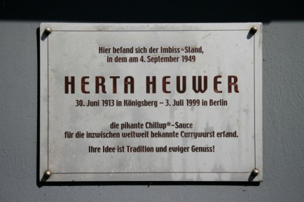 Currywurst hertha-heuwer-plaque-close-up-1024x682