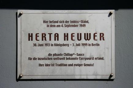 Currywurst hertha-heuwer-plaque-close-up-1024x682
