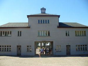 800px-SachsenhausenEntrance